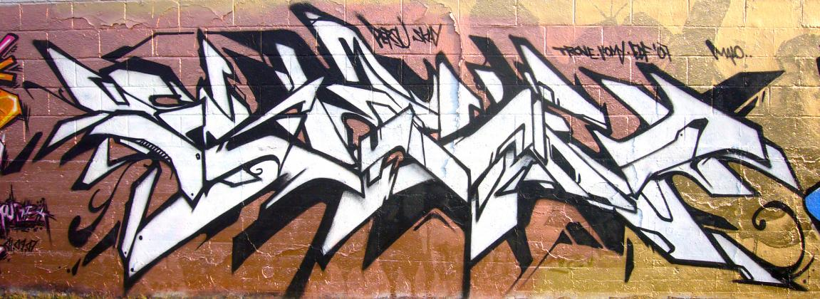 ols-edf_graffiti_2007-09-01_gold-for-persu_01.jpg
