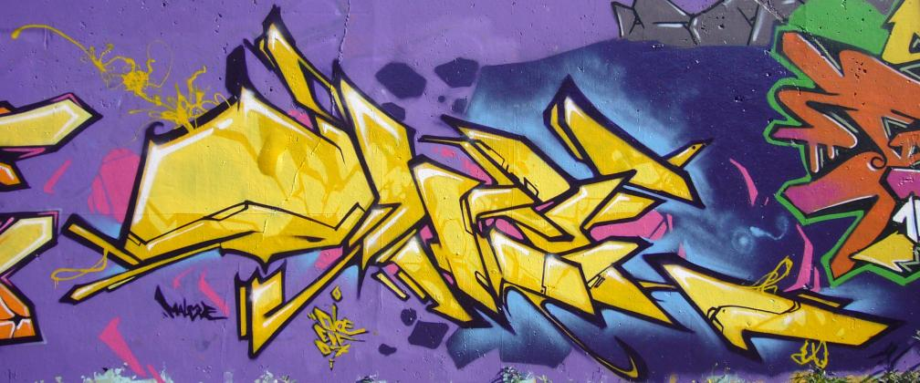 ols-edf_graffiti_2007-10-21_lakers-_01.jpg