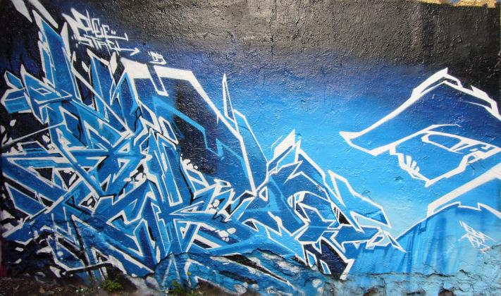 ols-edf_graffiti_2009-04-19_stackolce-blue_01.jpg